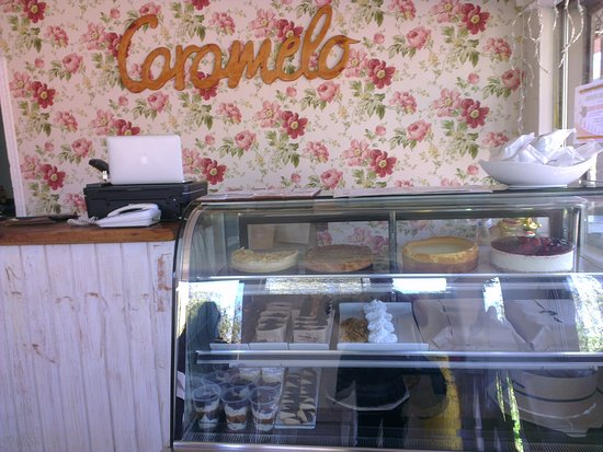 Caramelo: Front counter