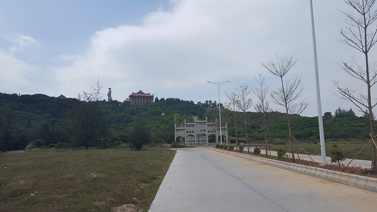 Yangdong County, Китай: The temple seems to be complete with a lot of surrounding buildings under construction.  Do not