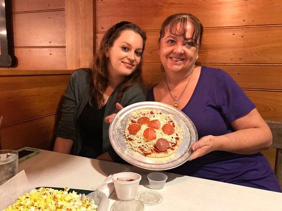 Huzzah's Eatery: photo4.jpg