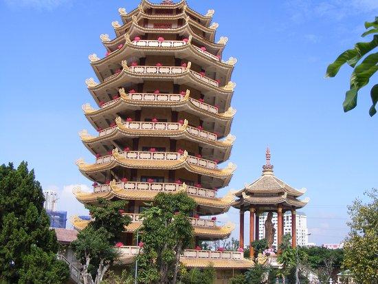 Pháp Viện Minh Đăng Quang