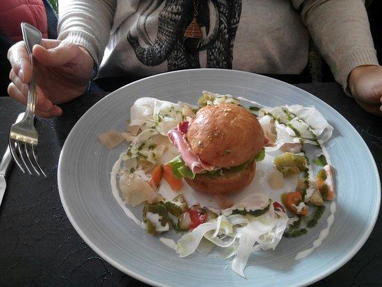Hourtin, France: Petit burger à la coppa en entrée