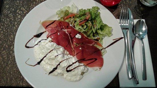 Marvejols, France: Salade auvergnate (entrée du menu à 20€)