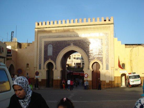 Hotel Jnane Sbile: Porte Boujloud à 200 m entrée de la médina