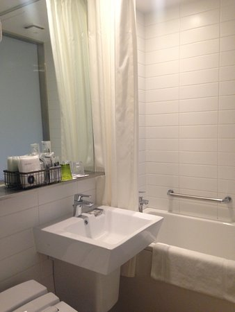 Shinjuku Granbell Hotel: Simple and Clean. Japanese hotel are always well  stocked with toiletries