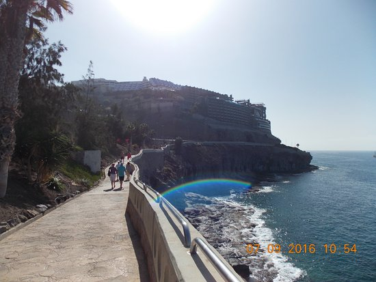 Walk Between Puerto Rico Beach And Amadores Beach Picture