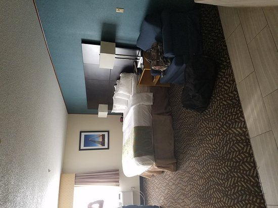 Best Western St. Louis Inn: Wonderful, very nice and reasonable, variety of breakfast foods, convenient to interstate and cr