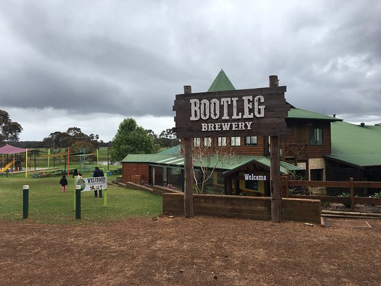 Wilyabrup, Australien: Beautiful day out at Bootleg Brewery.