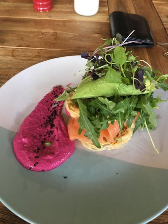 Warners Bay, Australia: Corn Fritter w/ beetroot hommus