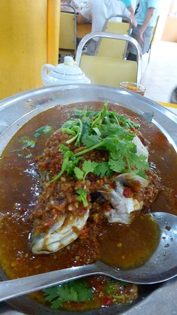 Wilayah Persekutuan, Malasia: Spicy sauce based Steam seabass