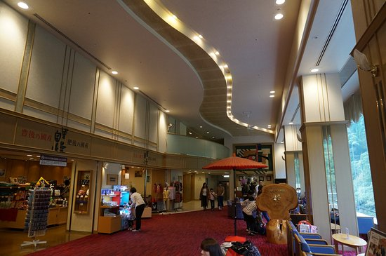 Tsuetate Onsen Hizenya: 館内はかなり大きく客室数144室あり館内に県境がありました。ボーリング場や卓球場、カラオケなどがありいろいろ楽しめます