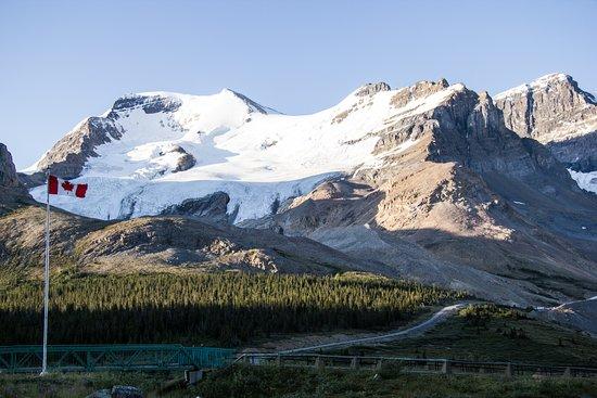 The Glacier View Inn Photo