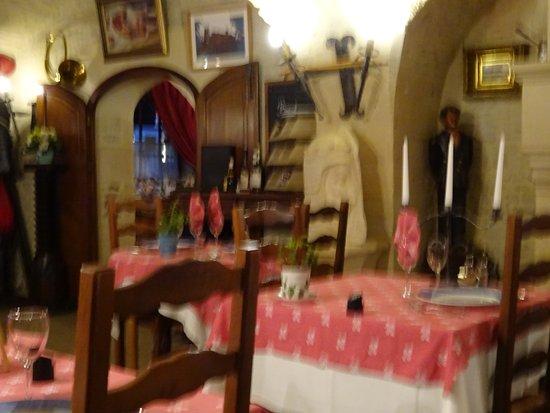 Creully, France : Une partie d'une salle à manger