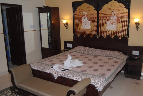 Sunder Palace Guest House: Beautifully appointed bedroom