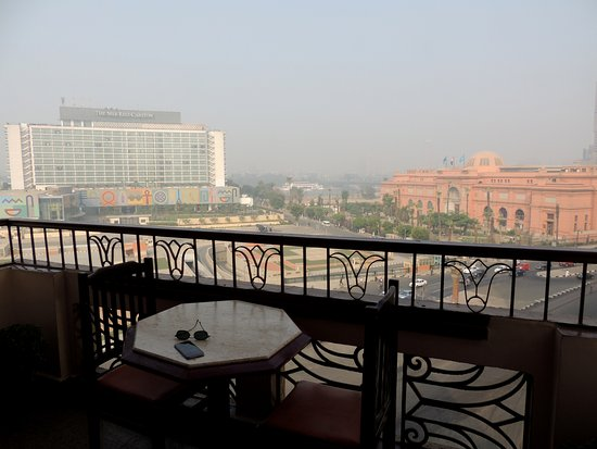City View Hotel: breakfast with a view