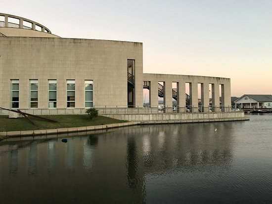 National Archaeological Museum: Vorderansicht rechts