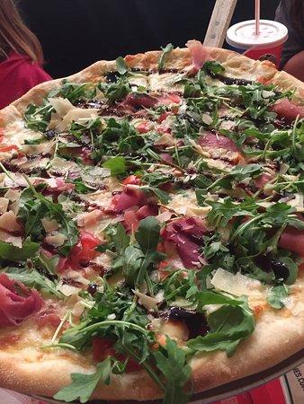 Severna Park, Мэриленд: Caprese pizza!