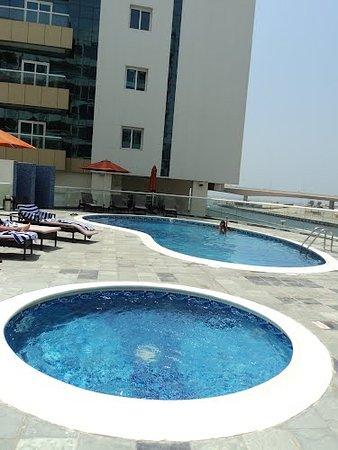 Pearl Marina Hotel Apartments: Бассейн