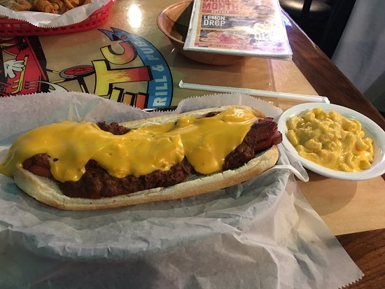Decatur, IN: Home Wrecker Chili Cheese Dog with Mac&Cheese