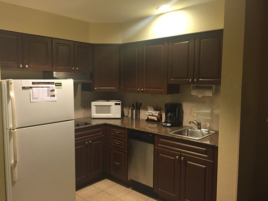 Staybridge Suites Orlando Airport South: Great kitchen facilities including dishwasher