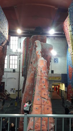 Awesome Walls Climbing Centre Stockport: Mid climbs