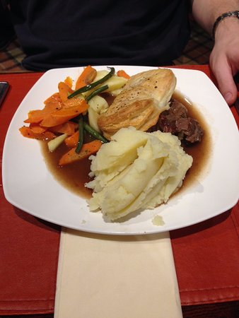 Strathkinness, UK: Beef pie and mash