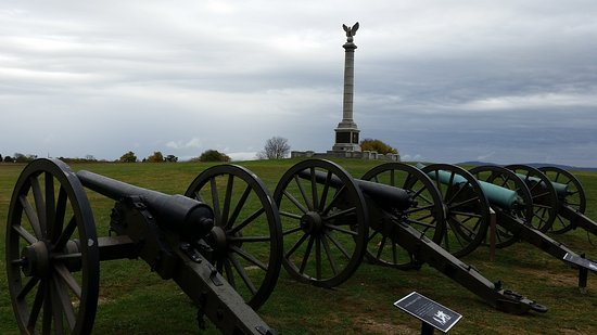 Sharpsburg, MD: line of canons