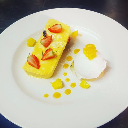Dinton, UK: Mango parfait coconut sorbet  fresh mango and strawberries