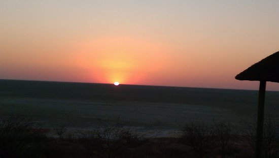 Onkoshi Camp: sunset over the pan