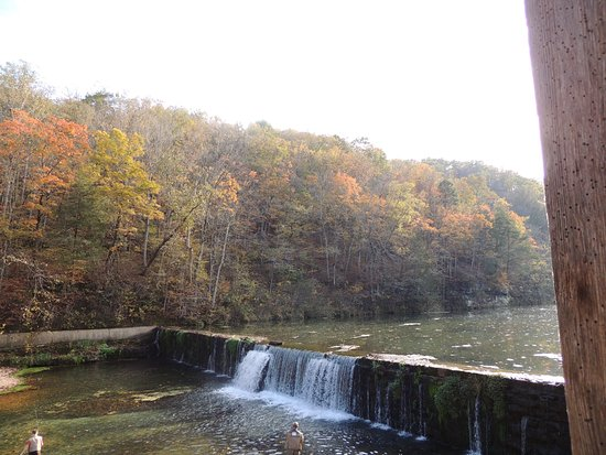 Rockbridge, มิสซูรี่: View from the patio/porch sitting area at The Grist Mill Club