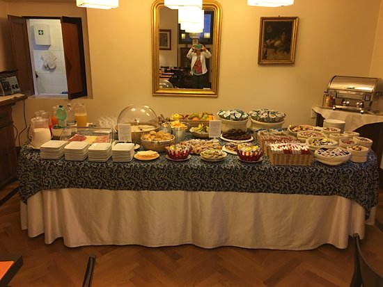 Relais 6: breakfast buffet at the hotel with hot scrambled eggs and cappuccino made to order