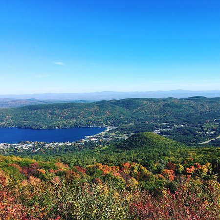 Fort William Henry Hotel and Conference Center: View from Prospect Mt., the hotel is down there on the water.