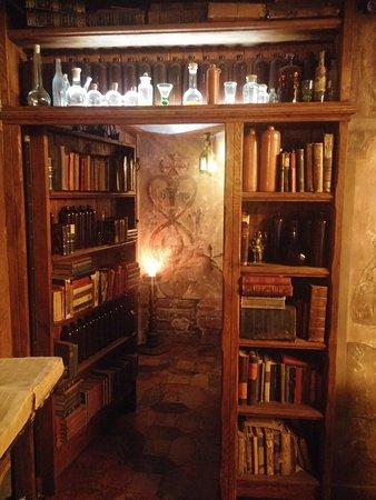 Bild fr n black magic riga tripadvisor for Hidden home bar ideas