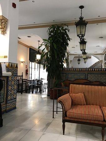 Hotel en la zona antigua de Sevilla cerca de las murallas