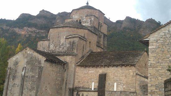 Santa Cruz de la Seros: Iglesia de Sta Mª