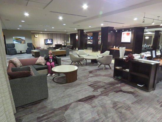 Courtyard Greensboro Airport: Lobby area