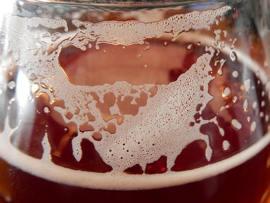 Μπρόνξβιλ, Νέα Υόρκη: A beer foam snow storm! Such a fabulous colour of the beer.