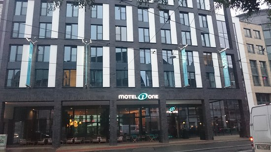 kaminfeuer im loewe flatscreen tv billede af motel one bremen bremen tripadvisor. Black Bedroom Furniture Sets. Home Design Ideas