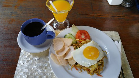 ANANDA RESORT: breakfast - mie goreng (fried noodles)