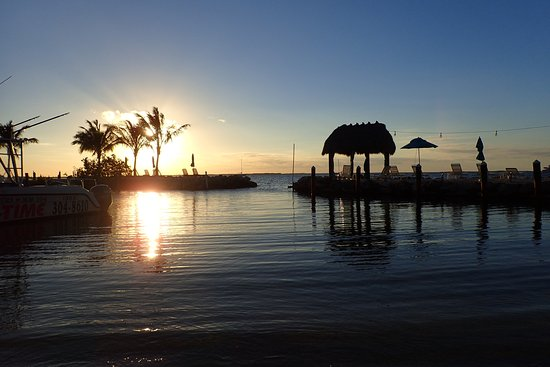Amoray Dive Resort: Sunset view from the lagoon.