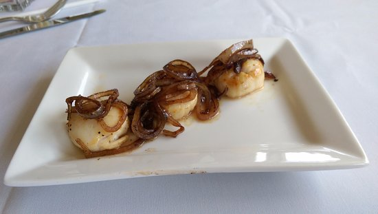Montgomery, TX: Grilled Scallops with Caramelized Onions