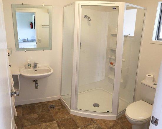 Anchor House : Bathroom