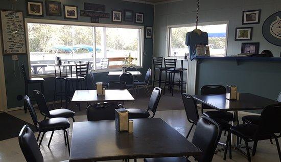 Hontoon Landing Resort & Marina: Dining in Ship's Store