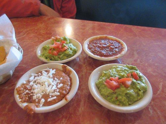 East Wenatchee, WA: Guacamole, beans and salsa