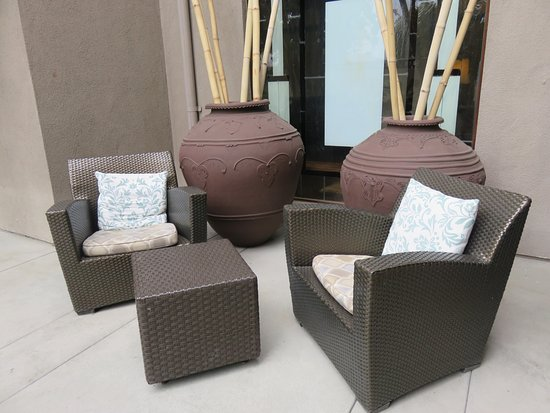 The Ambrose: Outdoor seating area