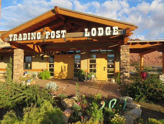 Marble Canyon Lodge: The historic lodge has a new main building with a colorful garden.