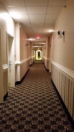 North Stonington, CT: hotel hallway on first floor