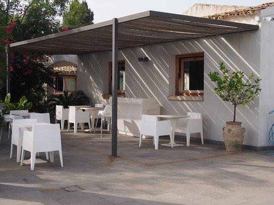 Agriturismo Borgo Alveria: The pool deck where breakfast is served.