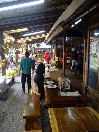 Rumah Kayu Kafe Taiwan Lembang