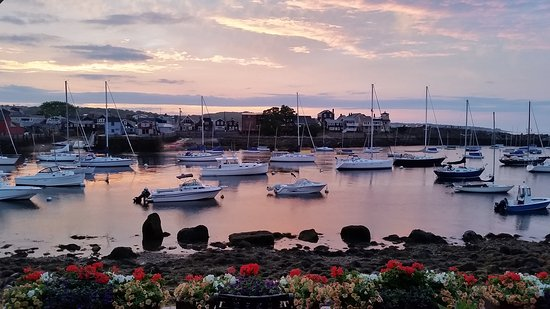 Mooring Stone Guest House: Rockport Harbor Sunset Low Tide view from patio/suite