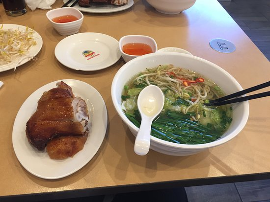 Cabramatta, أستراليا: Fried chicken with noodles $14. Was really good but Couldn't eat it all. Happy